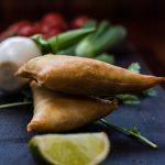 Samoosa vegetariani (fagottini di verdure croccanti)